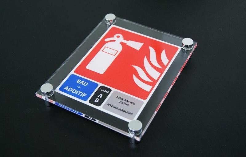 CSID : SPECIALISTE SIGNALETIQUE POUR MATERIEL INCENDIE.CSID le spécialiste des coffrets extincteurs design, cache design extincteur , coffret incendie pour extincteurs, signalétique incendie design.