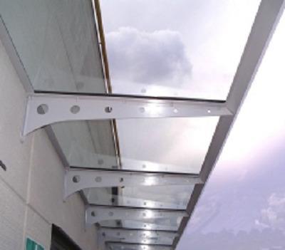 Produzione e posa di grandi vetrate con vetri antisfondamento