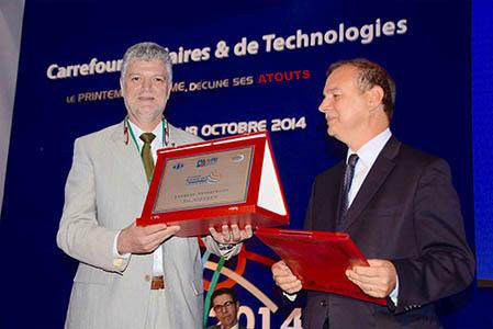 L'API a accordé le trophée pour la catégorie « Entreprises » à la société NIELSEN, représentée par M. Mokhtar ZANNAD. NIELSEN a conçu une gamme de presses à balles universelles innovantes 5 en 1