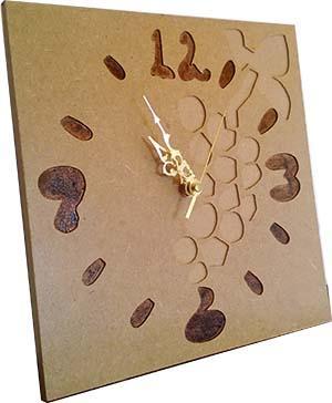 Relógio de Parede em MDF com motivo de uvas, vitivinicola. Recorte em quadrado de 24 cms de largura. Sem espelho, com maquinismo de elevada qualidade.