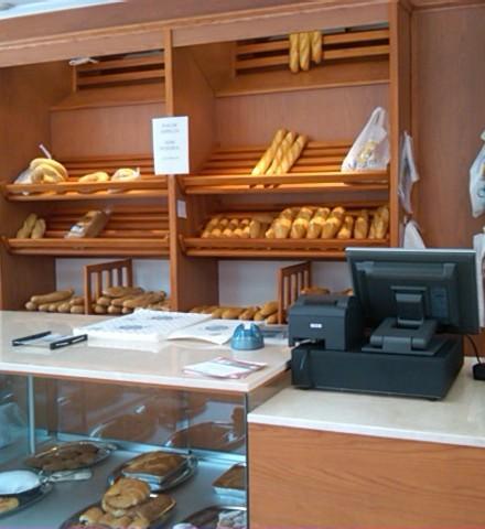 En cobamaq, realizamos su sala de ventas y a su gusto. Esta es la tercera tienda que montamos a Flor y Nata de Fuenlabrada, cada una diferente y enfocada al público de la zona.