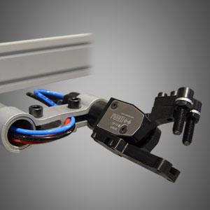 Pinza neumática de pequeñas dimensiones, bajo peso y gran esfuerzo, especialmente diseñada para las transfers de prensas donde se requiere una alta productividad.
