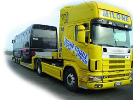 Trasporto su territorio nazionale di auto accidentate, tra i nostri servizi siamo convenzionati ESA, ARVAL, Gestioncar,  Itassistance, Saa International Assistance.