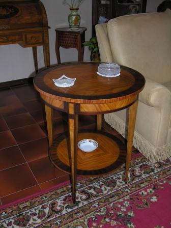 Tavolino Stile Luigi XVI Mod. GINEVRA in ulivo,palissandro e bois de rose. Lucidatura con gomma lacca a tampone e cera d'api.