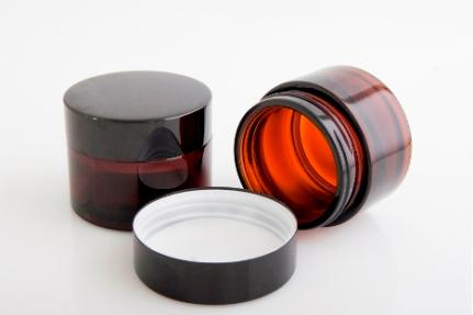 Amber glass jars for cream and cosmetics with black aluminum cap. The available capacities are 30ml and 50ml. Very luxuries jars.  http://www.vaza.gr/vazo-gia-krema-30-ml-karamele.html