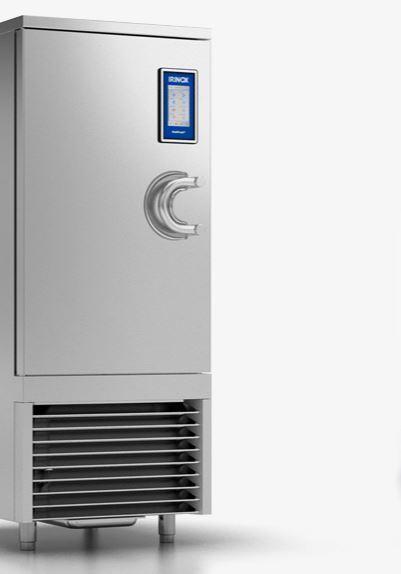 Abbattitori, surgelatori rapidi di temperatura, conservatori e sistemi di lievitazione.
