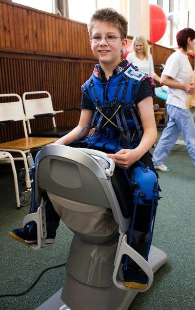 """Механический тренажер создает эффект движения на живой лошади, давая наезднику """"задачу"""" удержать равновесие и стимулируя укрепление боковых мышц, мышц спины и ног. http://adeli-center.com"""