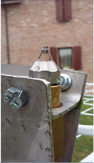Ugello di tipo speciale utilizzato in applicazioni molto particolari. Elevato grado di nebulizzazione con consumi di soluzione ridotti. Non bagna.