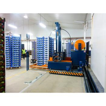 Reisopack strapping machine with mobile base. Lateral movement to strap different pallets at the same time. Probably the best strapping machine for pallets in the world.