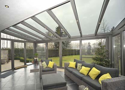 le vrai systeme de veranda: toiture froide ou chaude avec coupure thermique avec panneaux 32 mm ou carreux , avec un bon coëfficient d'isolation