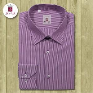 Camicia a righe vinaccia e bianche in cotone pelato con colletto classico Italiano. Asole vinaccia, bottoni e cuciture bianche. 100% cotone