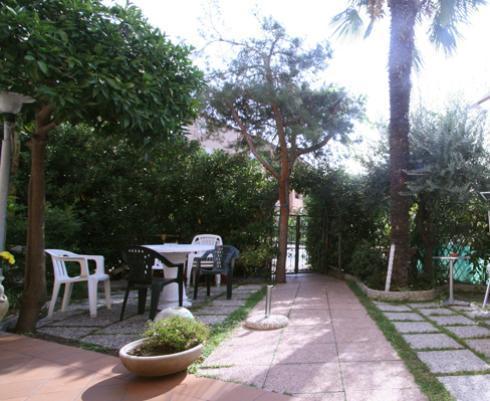 Albergo con giardino