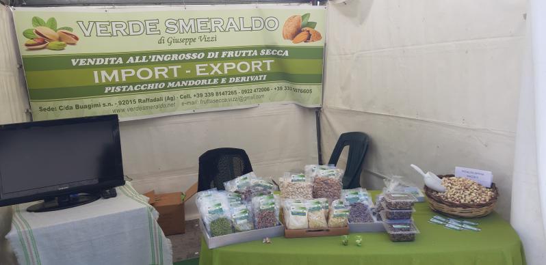 Verde Smeraldo Produzione Commercializzazione e Ingrosso di pistacchio mandorle