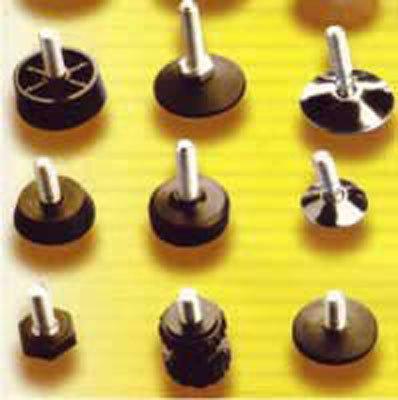 GIELLE TECHNOPLAST dettaglio produzione: piedini regolabili