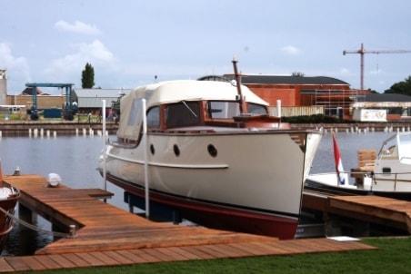 Boatlift under deck