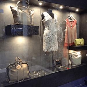 Γνωρίστε τα γυναικεία ρούχα και αξεσουάρ στο Primadonna woman fashion.Ρούχα σε μοναδική ποιότητα,κομψότητα και με μοναδικό design.