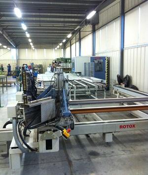 Notre usine largement robotisée permet de tenir des délais de fabrication très court en préservant  une qualité de finition irréprochable pour vos fenêtres PVC