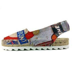 Alpargatas hechas de forma tradicional en Elche. ciudad de artesanos, Elche Shoes City