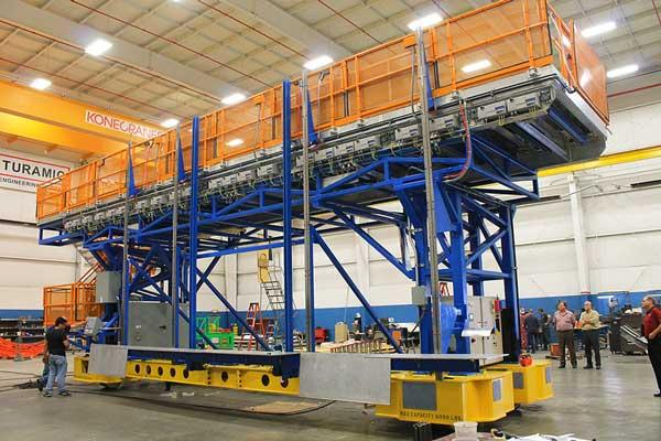 SERAPID LinearBeams are used to provide lift and push-pull motion for this innovative work platform made by Futuramic, a Michigan company, for a leading aerospace manufacturer.