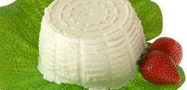 Produto obtido do soro do fabrico do queijo sujeito à acção do calor. De pasta húmida e mole, aroma macio e textura cremosa e cor branca. Vai bem acompanhado com doce de abóbora.
