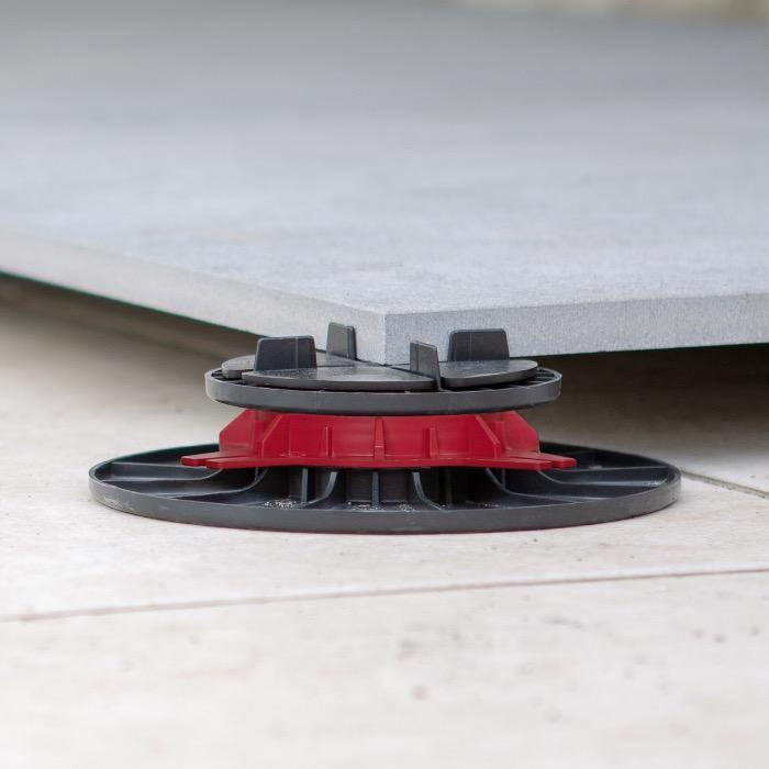 Adjustable paving pedestal