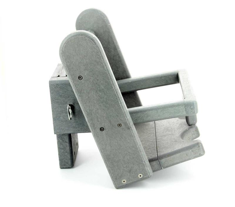 The only wall-monted, removable and standardized seat that allows to change children from 6 to 20 months old safely. www.equippiscine.com/babysit-en