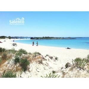 Porto Cesareo è una nota località turistica del Salento (Cisaria in dialetto salentino), con un litorale di sabbia dorata finissima.
