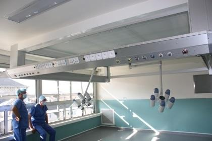 UCV Airflow ceiling, LED surgical ights and energy bridges