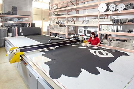 CNC-Cutter für den Zuschnitt von Leder, Textil, Plüsch, Folien, Kunstleder