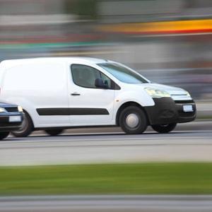 Livraison express en voiture (transport de plis et de colis à La Défense).