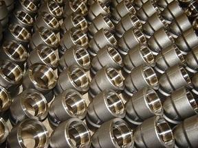 I raccordi sono fatti di acciaio al carbonio, acciaio inossidabile, acciaio inossidabile duplex e superduplex, leghe di nichel, leghe di rame, titanio e altri materiali metallici.