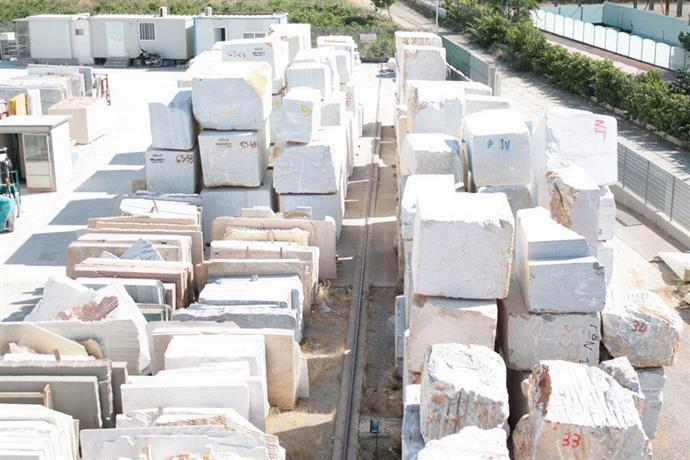 WHITE and SEMI-WHITE MARBLE PRODUCTS: