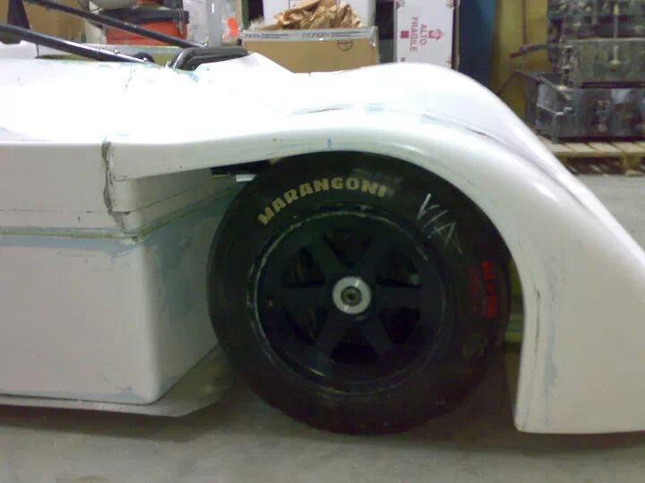 Auto da corsa carrozzeria vetroresina