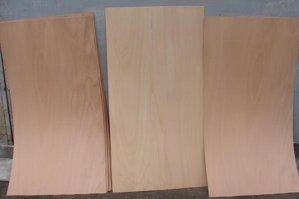 We offer rotary cut veneer of all sorts and sizes made from various tree species such as beech, oak, hornbeam, fir, birch, alder and so on.