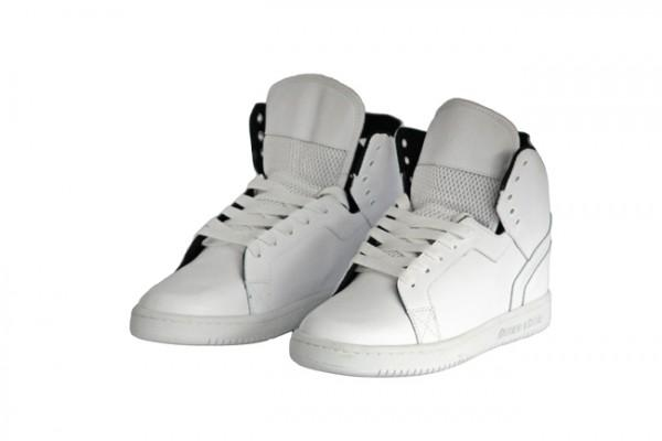 Availability: In Stock Sizes: 36, 37, 38, 39, 40, 41, 42, 43, 44, 45, Material: synthetic leather exterior; lined interior; : Padded tongue; Metal eyelets for laces in the holes: rubber outsole.