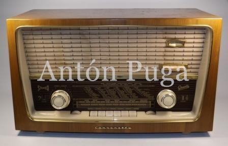 Antique valve radio made in Germany. Graetz Canzonetta. It´s completelly working with no damage.