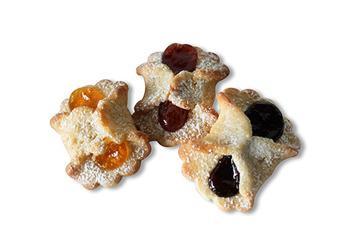 Deliziose Farfalline di pasta frolla con all'interno una gustosa farcitura alla marmellata di albicocca, ciliegia e visciola.