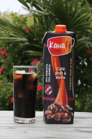 Avec Kawafé, ouvrez votre brique de café, versez avec quelques glaçons et voilà: votre café glacé est prêt!