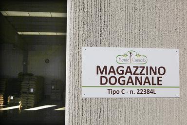 3000 mq di magazzino doganale di caffè in Italia