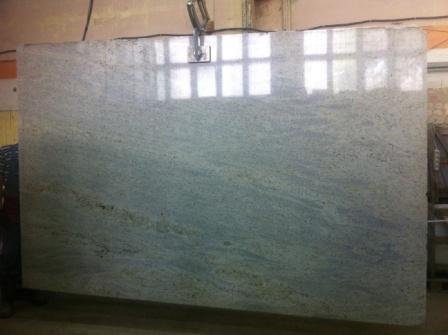 StoneAge предлагает натуральный камень Kashmir White месторождения Индия.