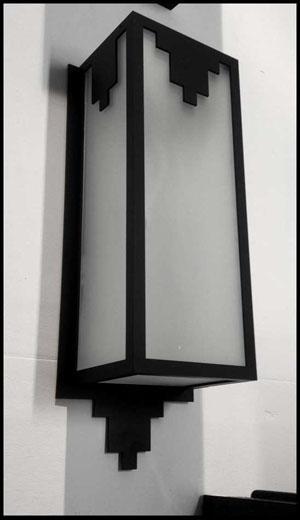 Acier et Plexiglas (cornière acier 15X15 mm)  Patine noire  H 43 cm  L 12 cm