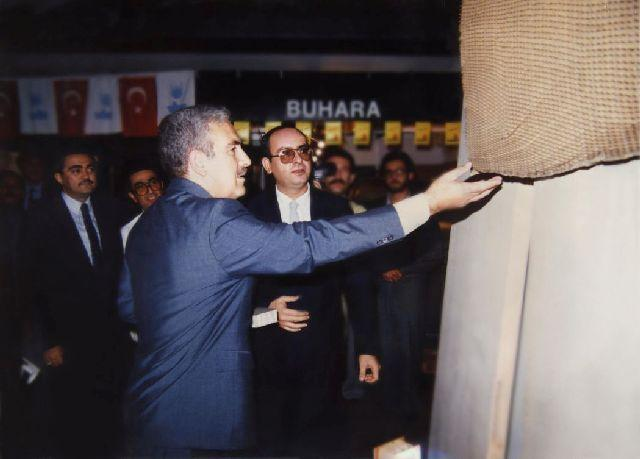 """THE FIRST AND ONLY """"PAPER HONEYCOMB"""" WHICH IS MARKETED IN TURKEY BY OUR COMPANY AS DOOR FILLER IS BEING EXHIBITED AT A FAIR.  5 OCT.1987"""