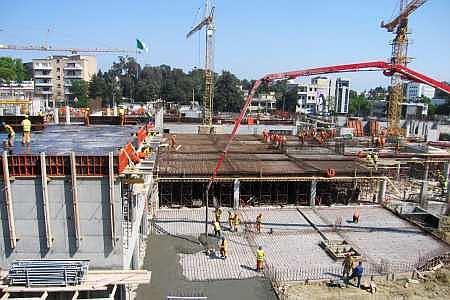 Pour la construction du campus de la faculté de médecine d'Alger pour 10.000 étudiants, l'entreprise de construction en charge a pris le coffrage Treillis universel pour construire les fondations etc.