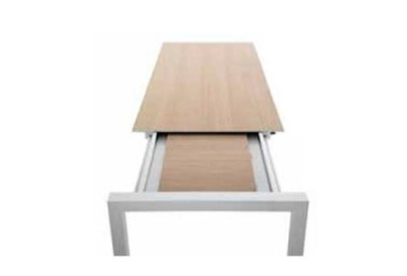 Da alcuni anni Zara Corporation si è dedicata alla realizzazione di elementi d'arredo particolari, come i pannelli compositi per tavolo.
