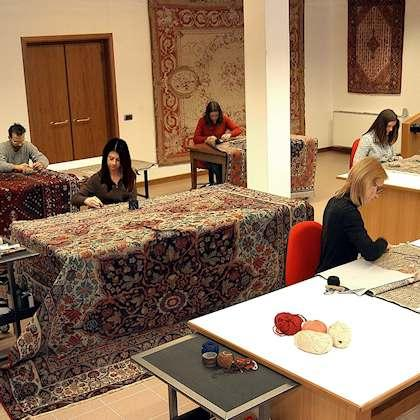 RESTORATION TAPESTRIES AND ANTIQUE TEXTILE Taking care of precious rugs, we could not neglect the restoration. Our laboratory has highly specialized personnel in restoration of new and antique rugs.