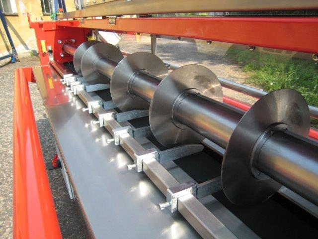 De ICE-Trade Belt Slitting Table snijdt transportbanden, rubber en PU platen. Machine wordt op de te snijden breedte geproduceerd. Dikte van het te snijden materiaal standaard tot 35 mm.