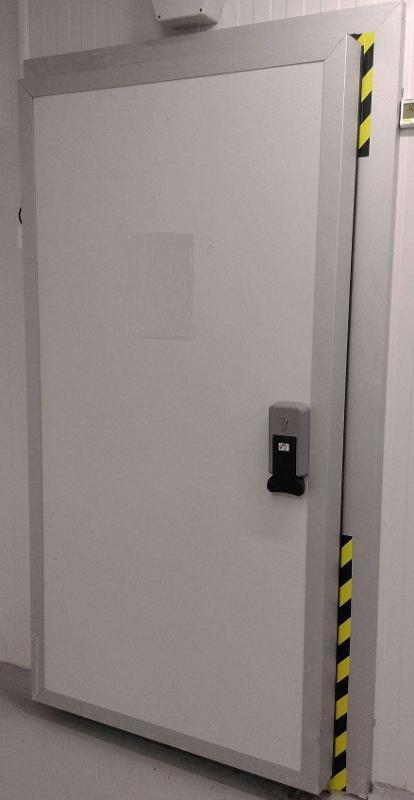 Insulated revolving door