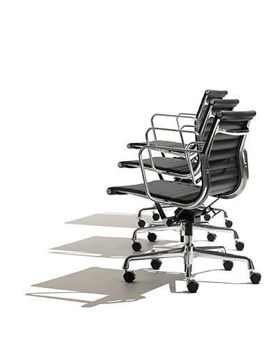 Disponemos de réplicas de las sillas de oficina de Los Eames, varios colores disponibles y distintos modelos.