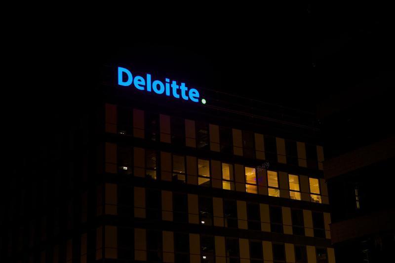 Podświetlane logo Deloitte