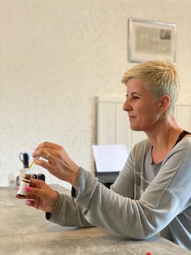 CBD Expertin Susanne Graz bei Beratung